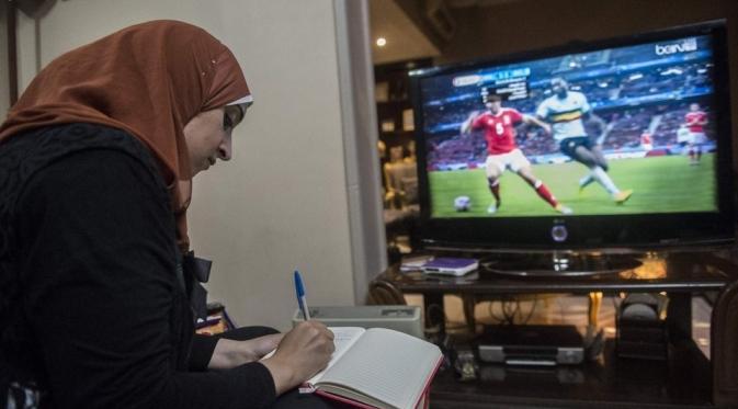 Kisah Wanita Cantik dari Mesir Hijabers Pecinta Sepak Bola
